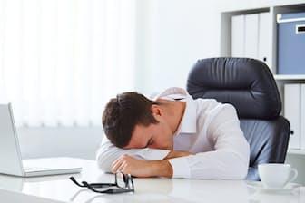 「寝ても疲れが取れない」「疲れているのに眠れない」。そんなことでは仕事のパフォーマンスは落ちる。どうすればいいのだろうか?(c)rostislavsedlacek-123RF