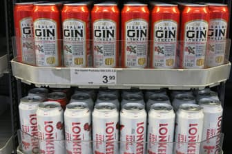 フィンランドでは今年1月から、従来よりアルコール度数が高い酒がスーパーで買えるようになり、同国版酎ハイ「ロンケロ」が人気を博している