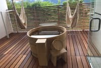 全客室に温泉露天風呂があり、読書用のハンモックが設置されている部屋もある