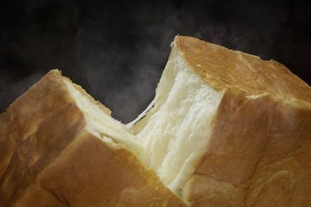 生地がキメ細かくもっちりとした食感の「生」食パン「魂仕込」 2斤で800円