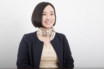 秘書歴7年半の村木万葉さん(nikkei WOMAN Onlineより)=写真/稲垣純也