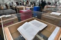 東京・上野の森美術館で開催中の「世界を変えた書物」展