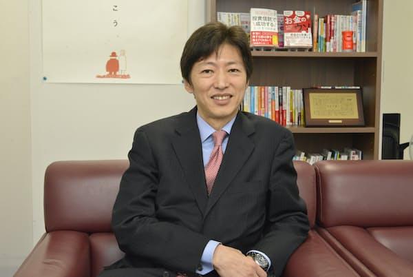 中野さんは「つみたてNISAが設計されたのは、生活者の長期投資マネーの最適ルートは投信と判断されたため」と語る