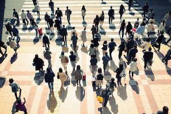 人手不足が深刻な日本。最低賃金の引き上げに拍車がかかっています(写真はイメージ=PIXTA)