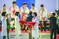 アジア大会ではサッカー以外のゲームも公開競技として実施された(写真は「アリーナ・オブ・ヴァラー」で優勝した中国チーム、8月26日)