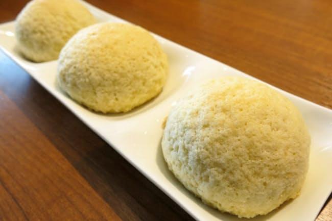 ミシュラン飲茶店の看板メニュー、チャーシューメロンパン(正式名称は「ベイクドチャーシューパオ」) 食パンとレトルト食品を使って簡単クッキング!