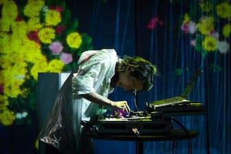 「クラシックDJ」に興じる水野蒼生(写真提供=ユニバーサル クラシックス&ジャズ)