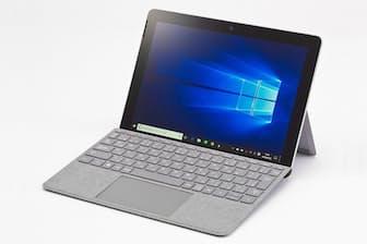 日本マイクロソフトの10型Windowsタブレット「Surface Go」。キーボード兼カバーは別売