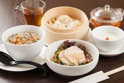 飲茶には料理の種類も豊富だが、日本人になじみのないいろいろな作法がある=PIXTA
