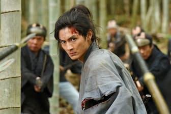 竹林で闘う多十郎役の高良健吾(C)『多十郎殉愛記』製作委員会