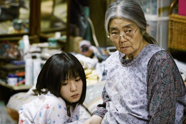カンヌ国際映画祭でパルムドールを受賞した「万引き家族」。晩年は、是枝監督作品には欠かせない存在だった(共同)