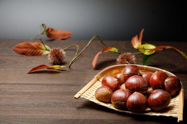 秋の味覚の中でも女性に人気が高いのが栗で、多彩なアレンジメニューが楽しめる(写真はイメージ=PIXTA)