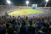 以前は閑古鳥が鳴いていたスタジアムも今はほぼ満席が続く