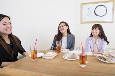 座談会参加者の秘書の皆さん(nikkei WOMAN Onlineより)=写真/稲垣純也