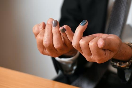 ネイルアーマーで爪への彩りを楽しむ