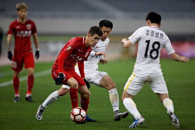 アジアのサッカーのなかでも特に成長が目立つのが中国だ=ロイター