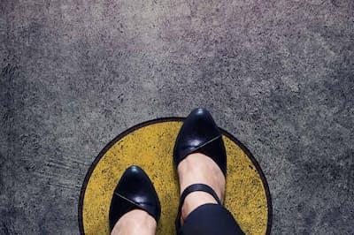 「普通」から一歩踏み出す勇気を持つためには…?(nikkei WOMAN Onlineより)=PIXTA