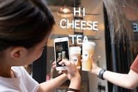 東京・原宿のチーズティー専門店に若い女性が殺到している