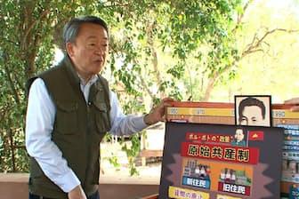 カンボジアの歴史やポル・ポト政権時代について現地解説する池上彰氏(プノンペン)=テレビ東京提供
