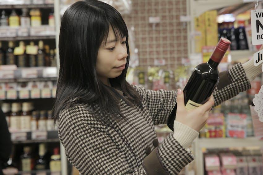 コンビニワインのお薦めを紹介する(写真はイメージ=PIXTA)