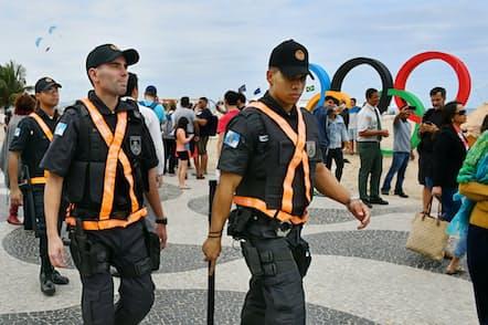 五輪の期間中は厳重な警備が必要になる(16年7月、リオ大会)