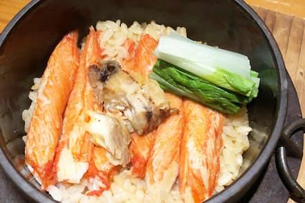 釜飯と日本酒で人気を博す「Hanabi(はなび)」の「北海道直送カニかまぼこ釜飯」