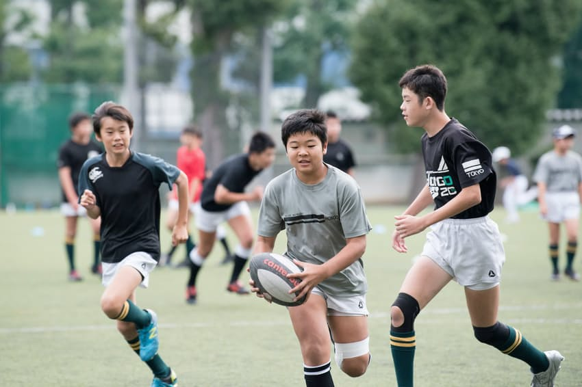 ラグビーをはじめクラブ活動に力を入れる=本郷学園提供