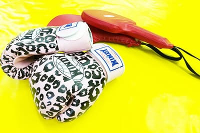 キックボクシング、パーソナルトレーニング、進化系EMS、ヴォイストレーニング……。さまざまな角度から「腹筋」を引き締める!(NikkeiLUXEより)