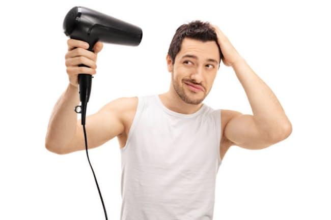 洗顔後の髪の乾かし方によっては、頭臭のリスクが高まるそうです。写真はイメージ=(c)ljupco-123RF