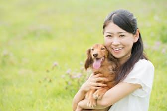 かわいいペットと共に楽しい人生を送りたい!(nikkei WOMAN Onlineより)=PIXTA