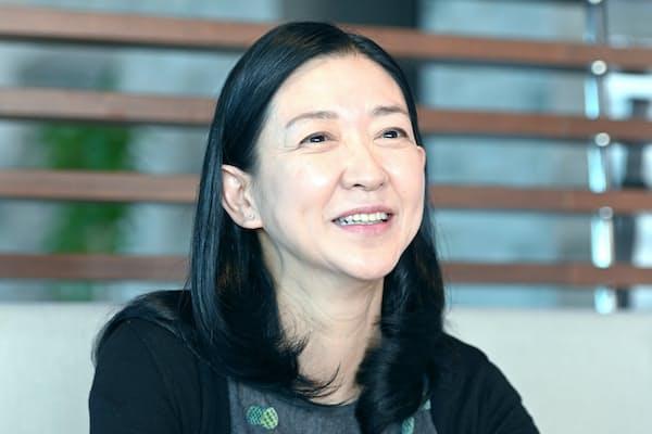 1960年東京都生まれ。慶応義塾大学文学部卒。女優として活躍する傍ら、国連開発計画親善大使として活動。2010年から「紺野美沙子の朗読座」主宰。11月3日に岐阜県図書館で公演予定。