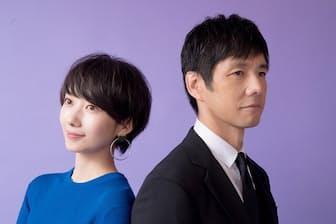 波瑠さん(左)と西島秀俊さん