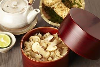 秋の味覚、マツタケご飯 今回は「マツタケ風味」の炊き込みご飯に挑戦=PIXTA