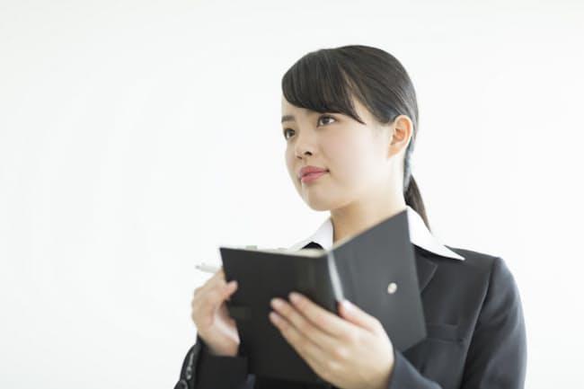 業種や職種、役職などによりお薦めの手帳は異なる(写真はイメージ=PIXTA)