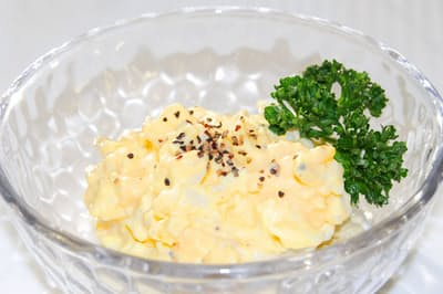 手作りマヨネーズとゆで卵で作る卵サラダ=PIXTA