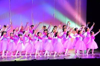 吉本興業が支援している堺少女歌劇団。これとは別に2019年夏に少女歌劇団を立ち上げる
