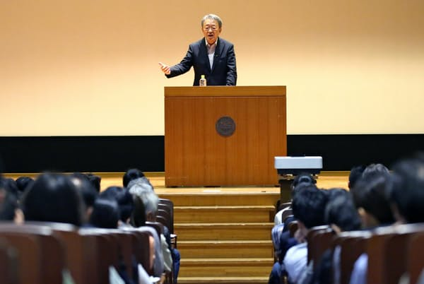 池上氏は「自らの問題意識を大切に」と呼びかけた(10月21日、東京都豊島区の立教大池袋キャンパス)