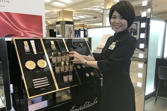 アンプリチュード日本橋高島屋店は化粧品を試すスペースを広く設けてファンづくりに力を入れる