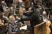 マーラー交響曲3番を指揮するネルソンスとメゾソプラノのスーザン・グラハム(Kai Bienert撮影)