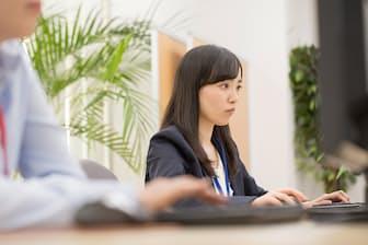 私の今の仕事も変わるの?(nikkei WOMAN Onlineより)=PIXTA