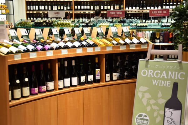 オーガニックワインの専用コーナーも(ワインショップ・エノテカGINZA SIX店)