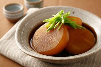 味がよくしみた冬の和食の定番、ダイコンの煮物