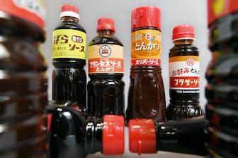 港町・神戸では7事業者がソースを生産するとされる。さまざまな種類があり、眺めているだけで楽しい