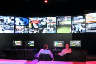 防犯カメラを監視する遠隔監視センター