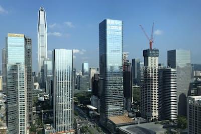 「中国のシリコンバレー」と呼ばれる深圳では高層ビルが次々建設されている