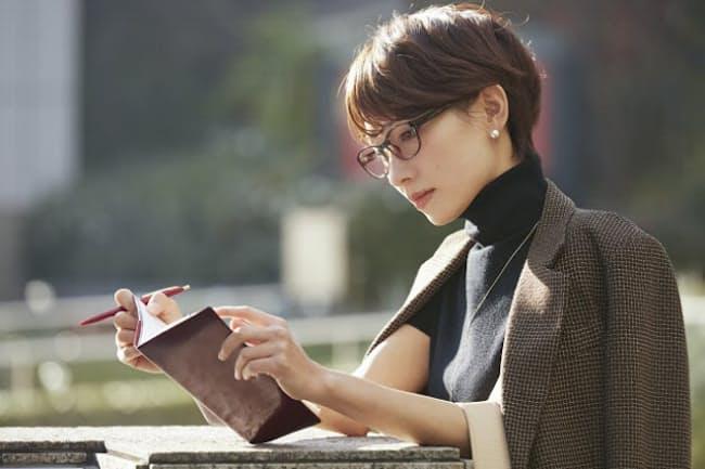 仕事と育児を両立するワーキングマザーは手帳を有効に使っている(写真はイメージ=PIXTA)