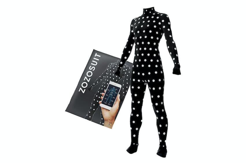 専用スーツで簡単に体形サイズを計測できる
