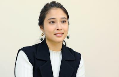 1994年静岡県出身。2008年に映画デビュー。モデルとしての顔も持つ。NHK連続テレビ小説「わろてんか」に出演するなど映画、TVドラマで活躍。映画「銃」が公開予定。
