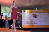 自らも乾癬患者であることを公表しているモデルの道端アンジェリカさん。自身がコーディネートした患者のためのファッションショーにて。