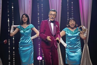 映画「ダンスウィズミー」の一場面。(左から)三吉彩花、宝田明、やしろ優
